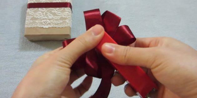 弓を作る方法:テープを修正してください