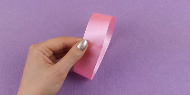 how to make a bow: glue one strip