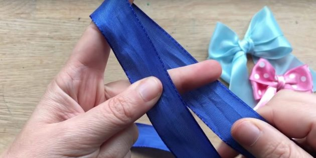 How to tie a bow: Wrap your fingers ribbon