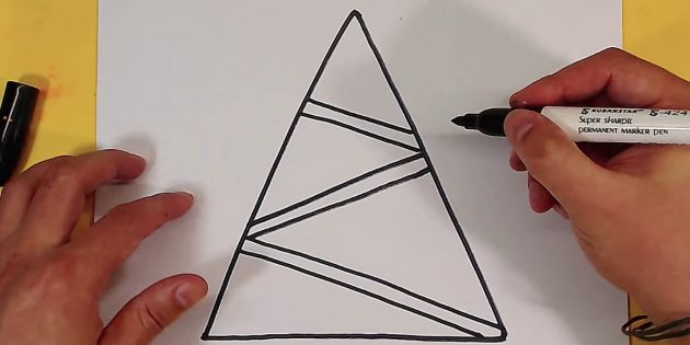 크리스마스 트리를 그리는 방법 : 세 번째 갈 랜드를 추가하십시오.