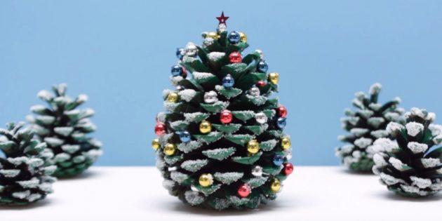Como fazer uma árvore de Natal dos cones com suas próprias mãos
