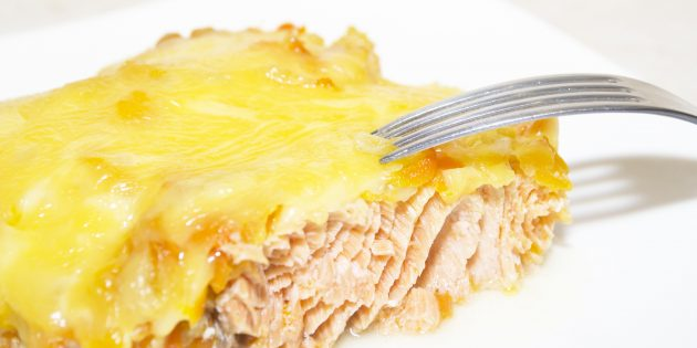 Oven pink salmon recipe with onions and cheese