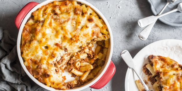 Mainced মাংস সঙ্গে Macaroni থেকে Casserole: সহজ রেসিপি