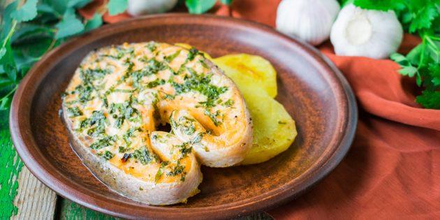 Картоппен пештегі форель стейктері: қарапайым рецепт