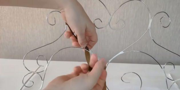 Декоративный камин своими руками: сделайте из проволоки каминную решётку и обвейте её лентой