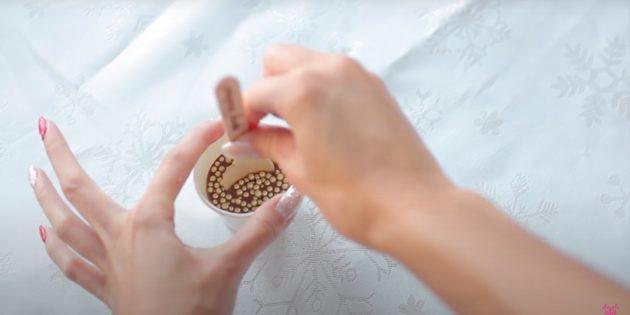 Жаңа жылға арналған сыйлықтар Өзіңіз жасаңыз: десертті мұздатып, көзілдірікке шығыңыз