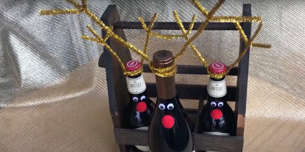 Жаңа жылдық сыйлықтар оны өзіңіз жасайды: безендірілген бөтелкелер