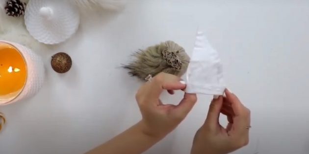 Жаңа жылға арналған сыйлықтар Өз қолыңызбен: шляпалармен бірге SUST