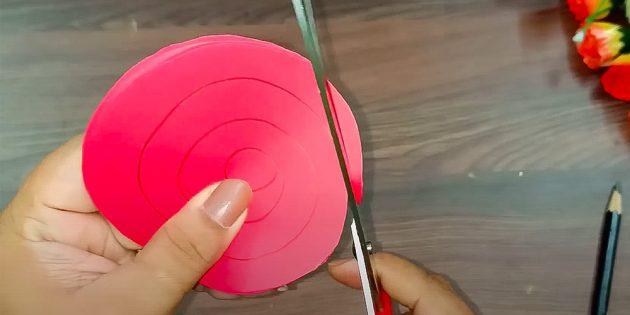 Поделки на 8 Марта своими руками: вырежьте бумажные спирали