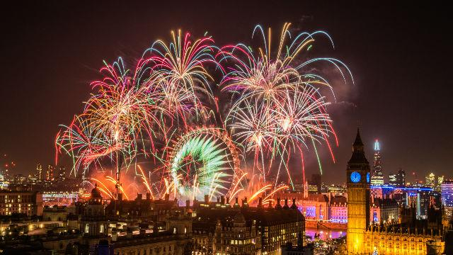 Watch This  London Brings In The New Year With An Incredible     London s annual New Year s Eve show is accompanied by a marvellous  fireworks show that will simply leave you astounded  and 2016 s show was  even bigger and