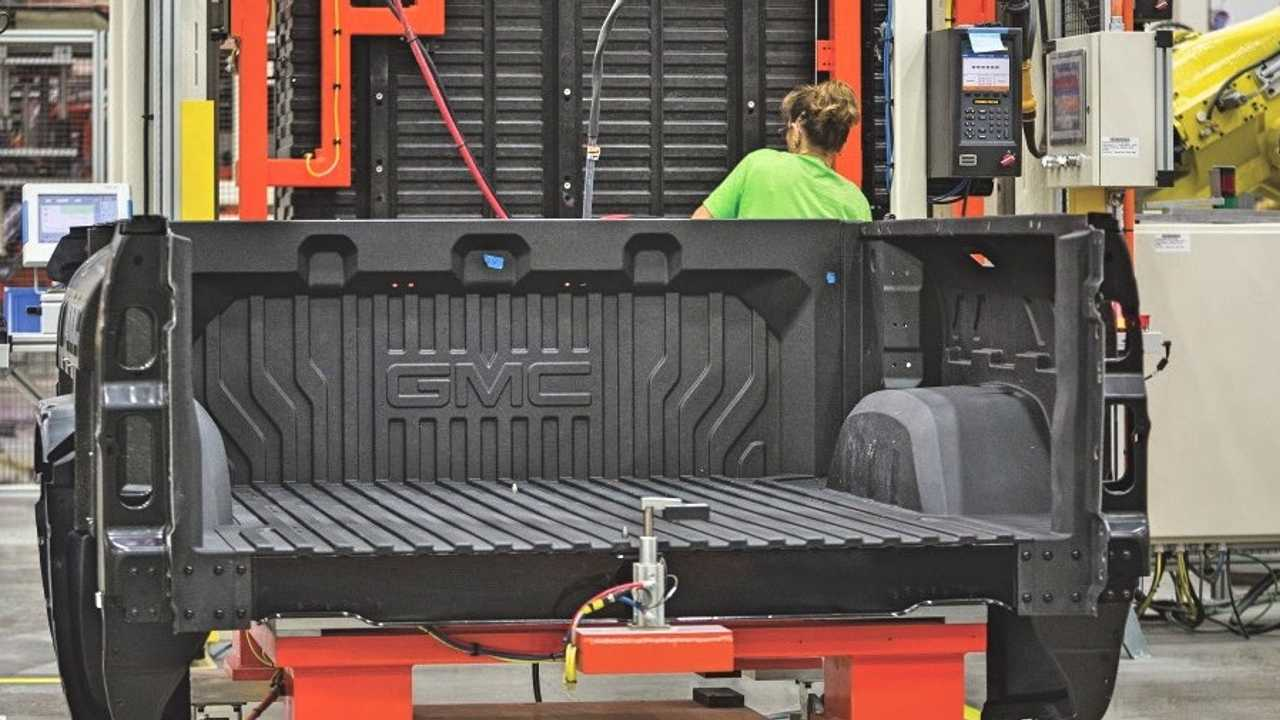Gmc Sierra S Carbon Bed To Trickle Down To Other Gm Pickups