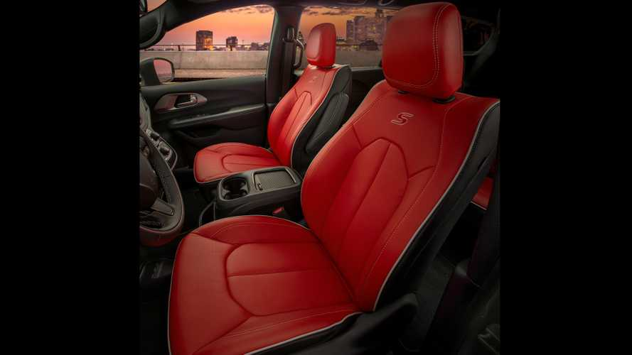 2020 Chrysler Pacifica Red S Edition Motor1 Com Photos