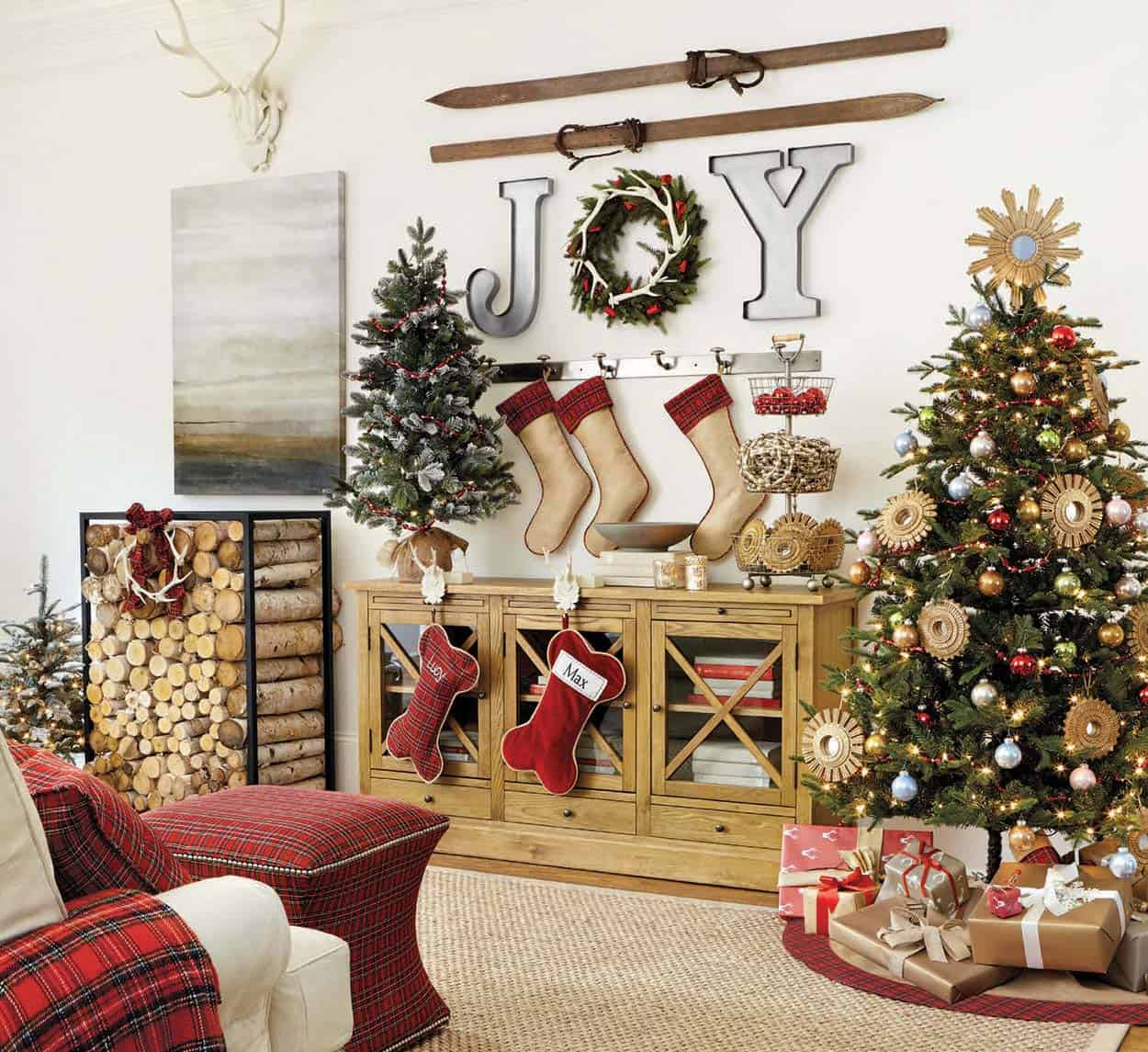 Outdoor Christmas Decorations With Pine