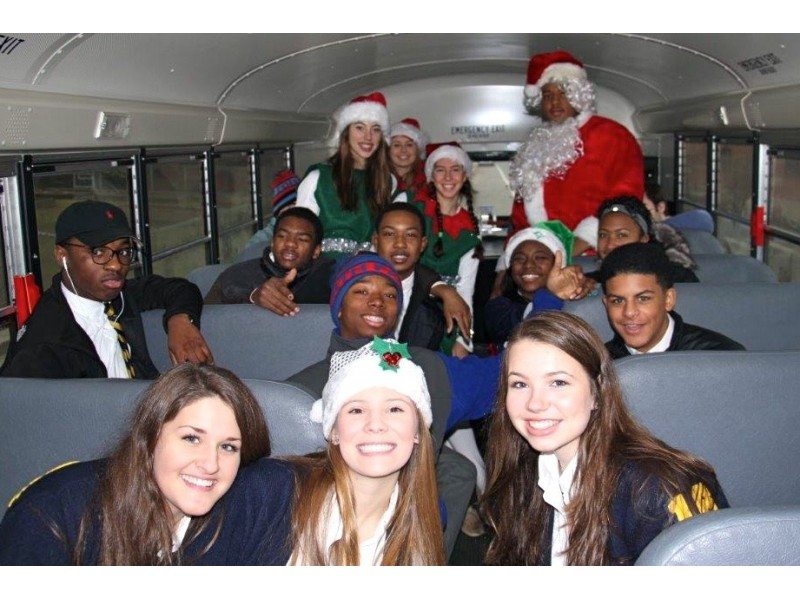 Detroit Country Day School Students Spread Holiday Cheer