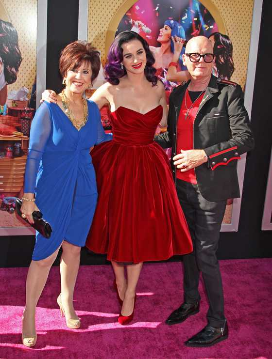 """PHOTOS: """"Katy Perry: Part of Me"""" 5 Things You Should Know"""
