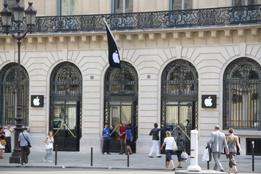 Apple Opens Paris Opera Store in the Most Romantic City of the World     Apple Opera Store  9