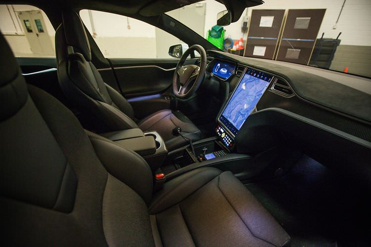 tesla model s luxumebourg police car interior 2   TESLARATI com tesla model s luxumebourg police car interior 2