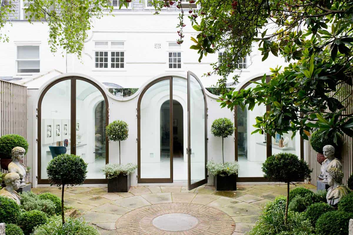 Luxury Mews House With Vaulted Conservatory