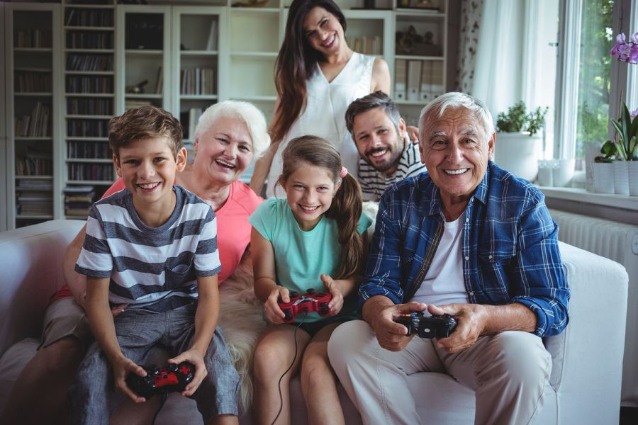 Great games to play with your family and friends on Thanksgiving     ESB Professional Shutterstock com