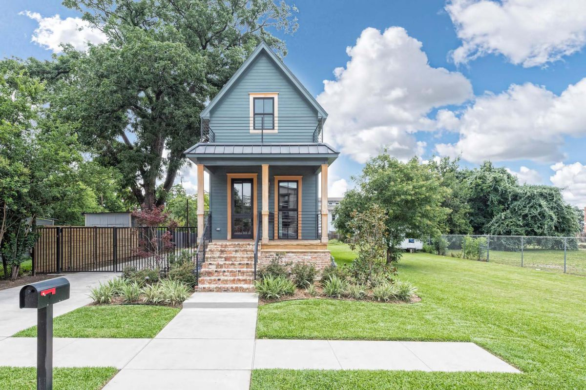 Best Kitchen Gallery: Fixer Upper's 'tiny House' Wants Nearly 1 Million Curbed of Tiny House Builders In Texas on rachelxblog.com