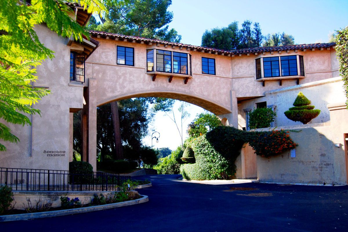 Katy Perry's battle with nuns over Los Feliz convent cost her $2.6M - Curbed LA