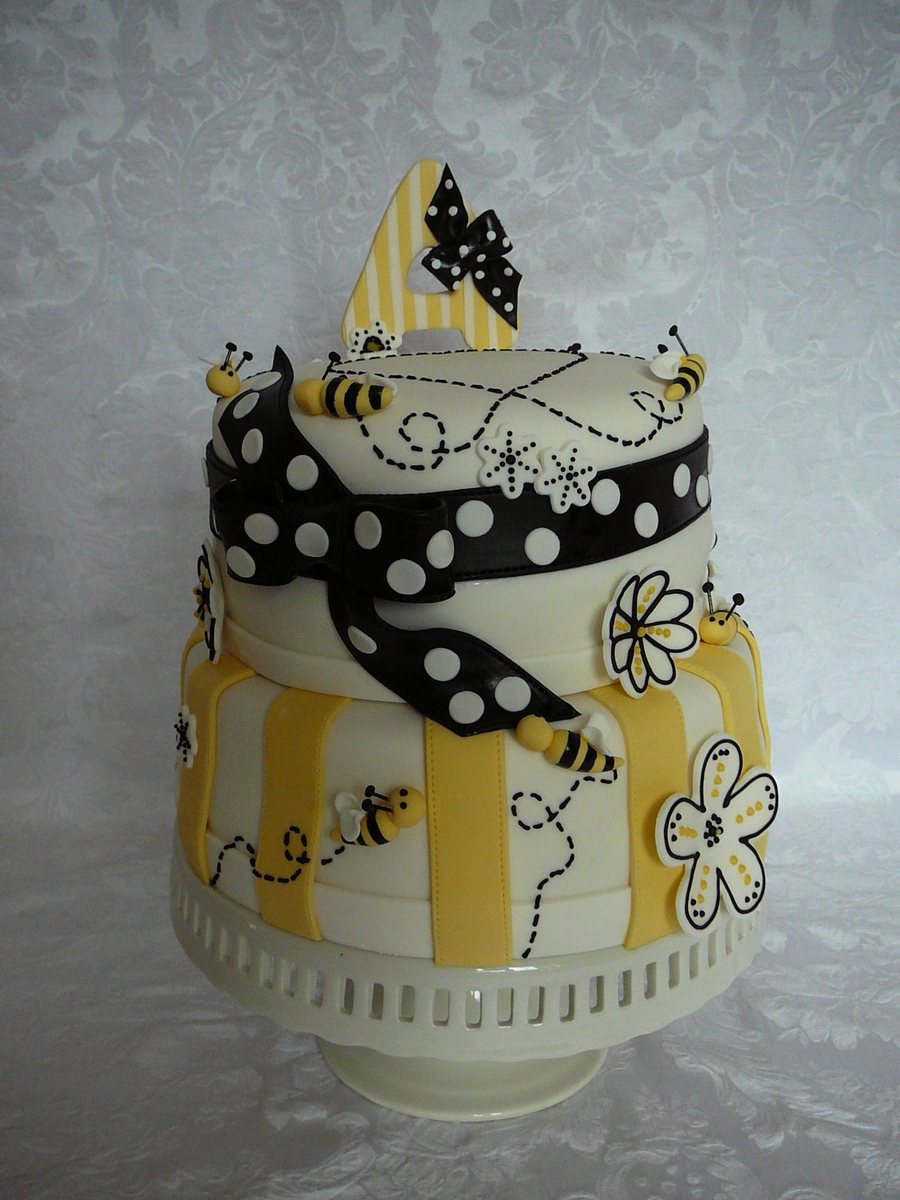 Bee And Heart Cake Cakecentral Com