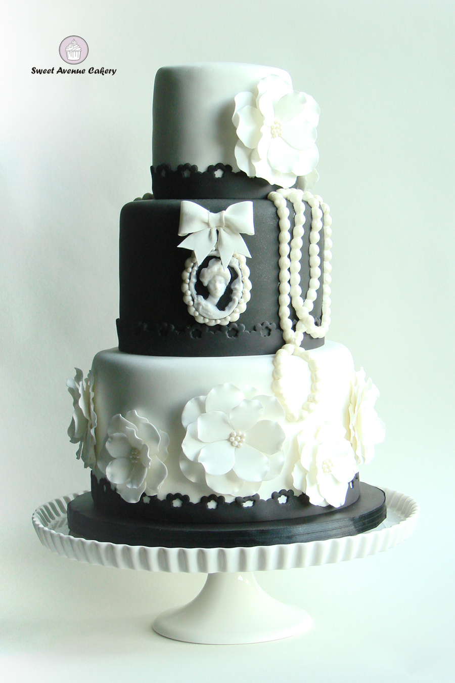 Vintage Black And White Wedding Cake   CakeCentral com Vintage Black And White Wedding Cake on Cake Central