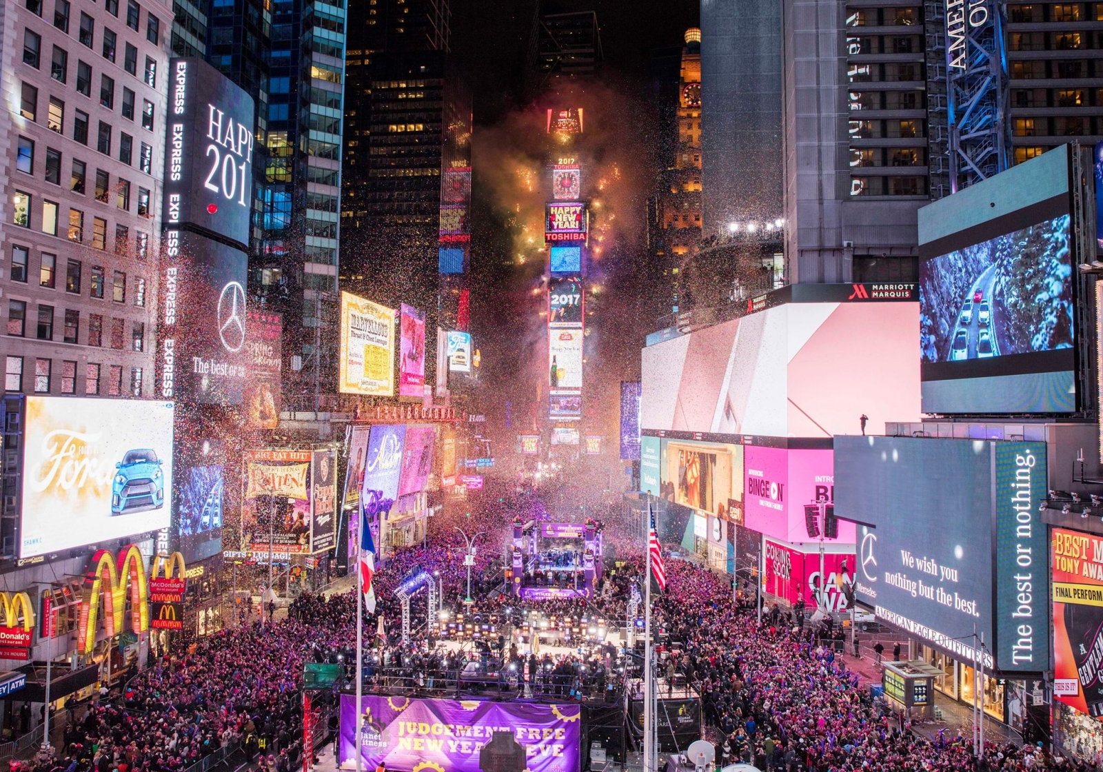 ProdWorks Lighting Chooses 4Wall NY for Times Square New Year s Eve     New York  NY  An estimated 2 million people ushered in the new year in Times  Square to watch the famed ball drop at midnight  Millions more tuned in and