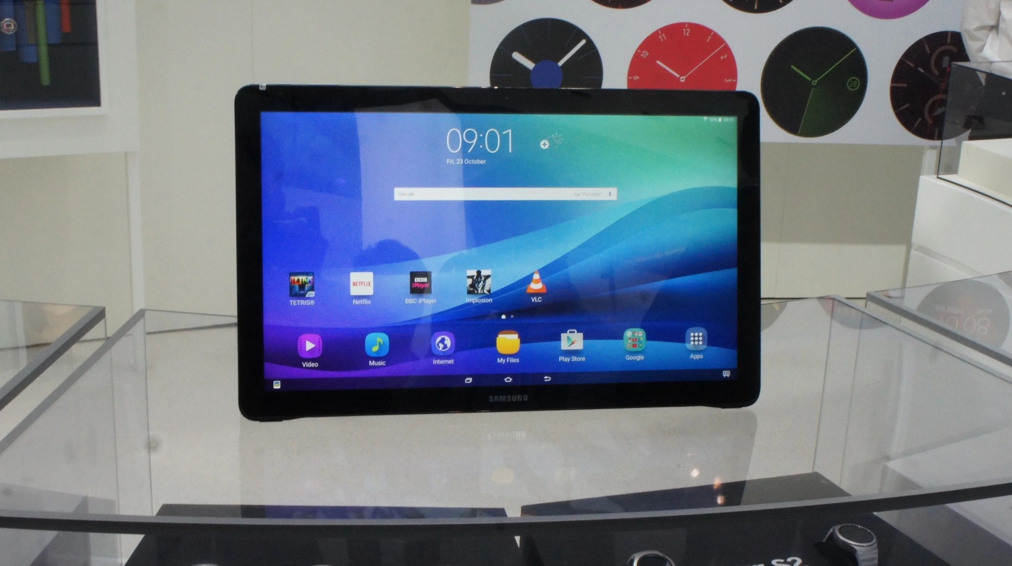Samsung Galaxy View Review Hands On With Samsung S Giant