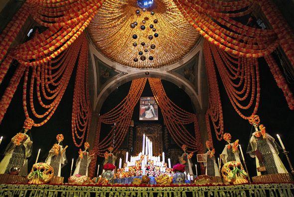 Altar De Muertos Al Estilo San Antonio Con Tacos De