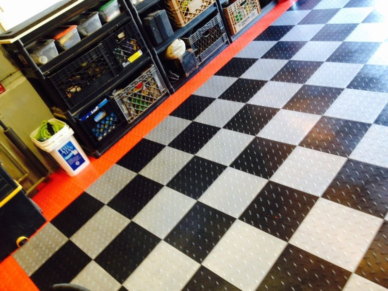 Garage Floor Tiles   Xtreme Garage Floor Tiles Diamond Pattern     sw diamondgaragetiles 92266 1454529711 1280 1280 jpg