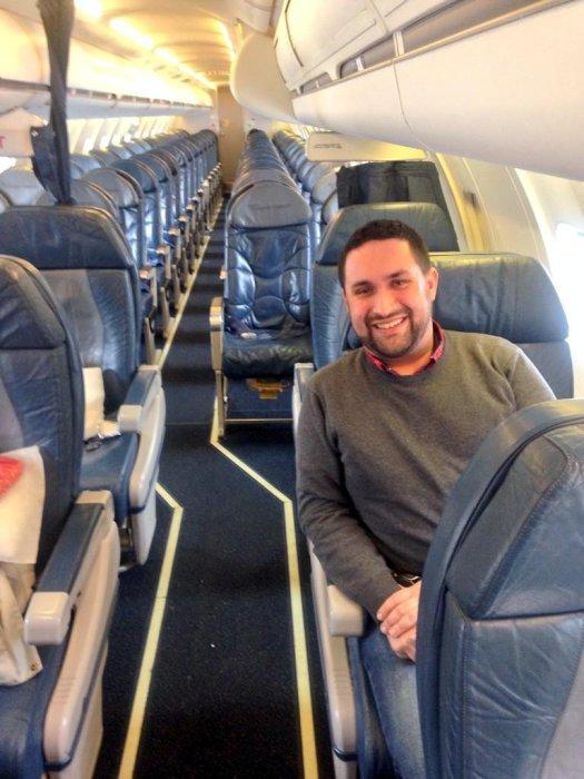 Man Tweets Photos From Inside Empty Delta Flight Upi Com