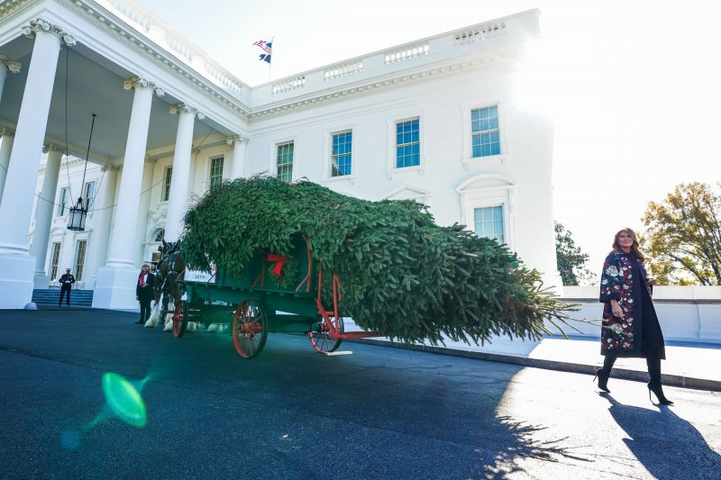 First lady Melania Trump accepts delivery of White House ...