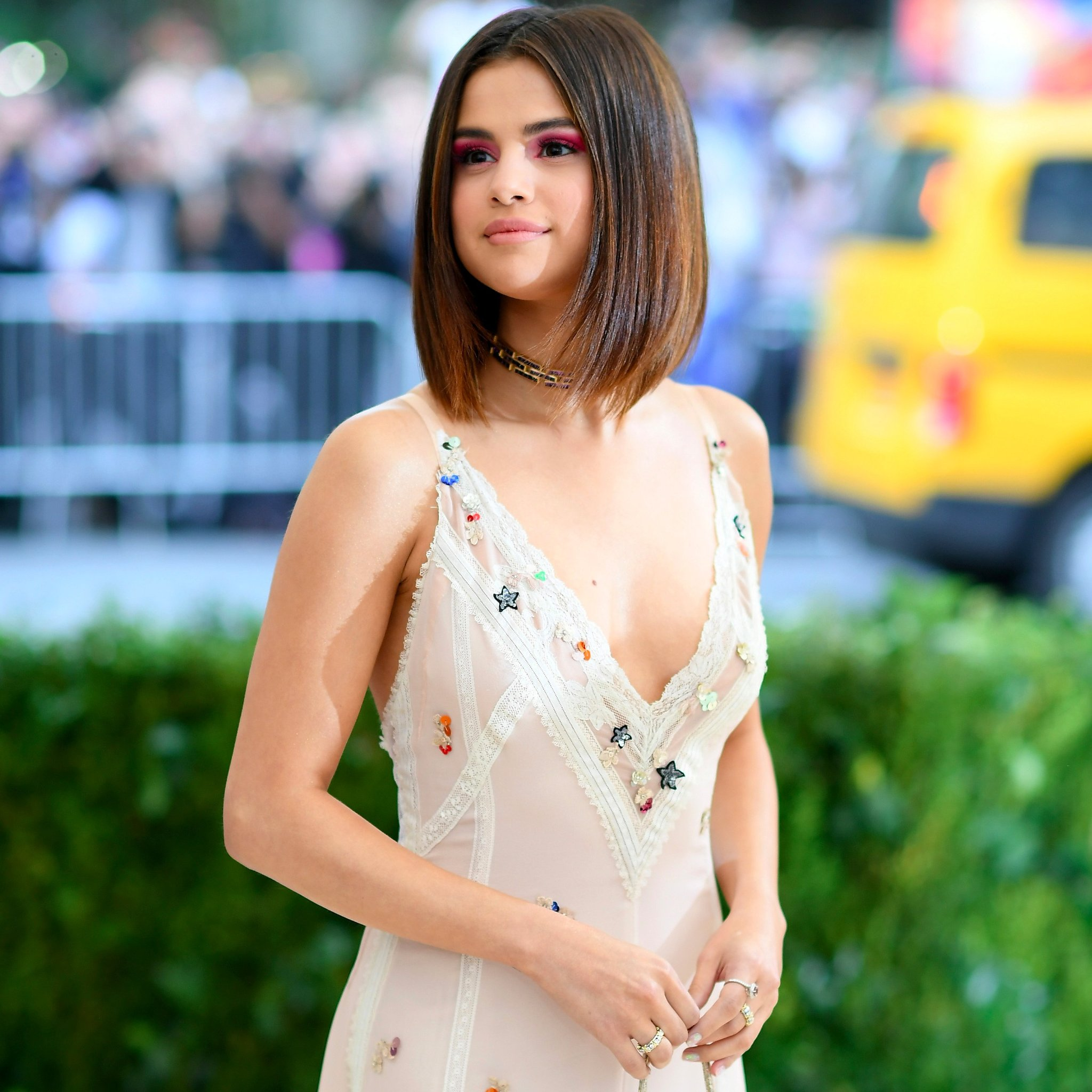 Selena Gomez Net Worth, Private Life, Movies, Songs ...