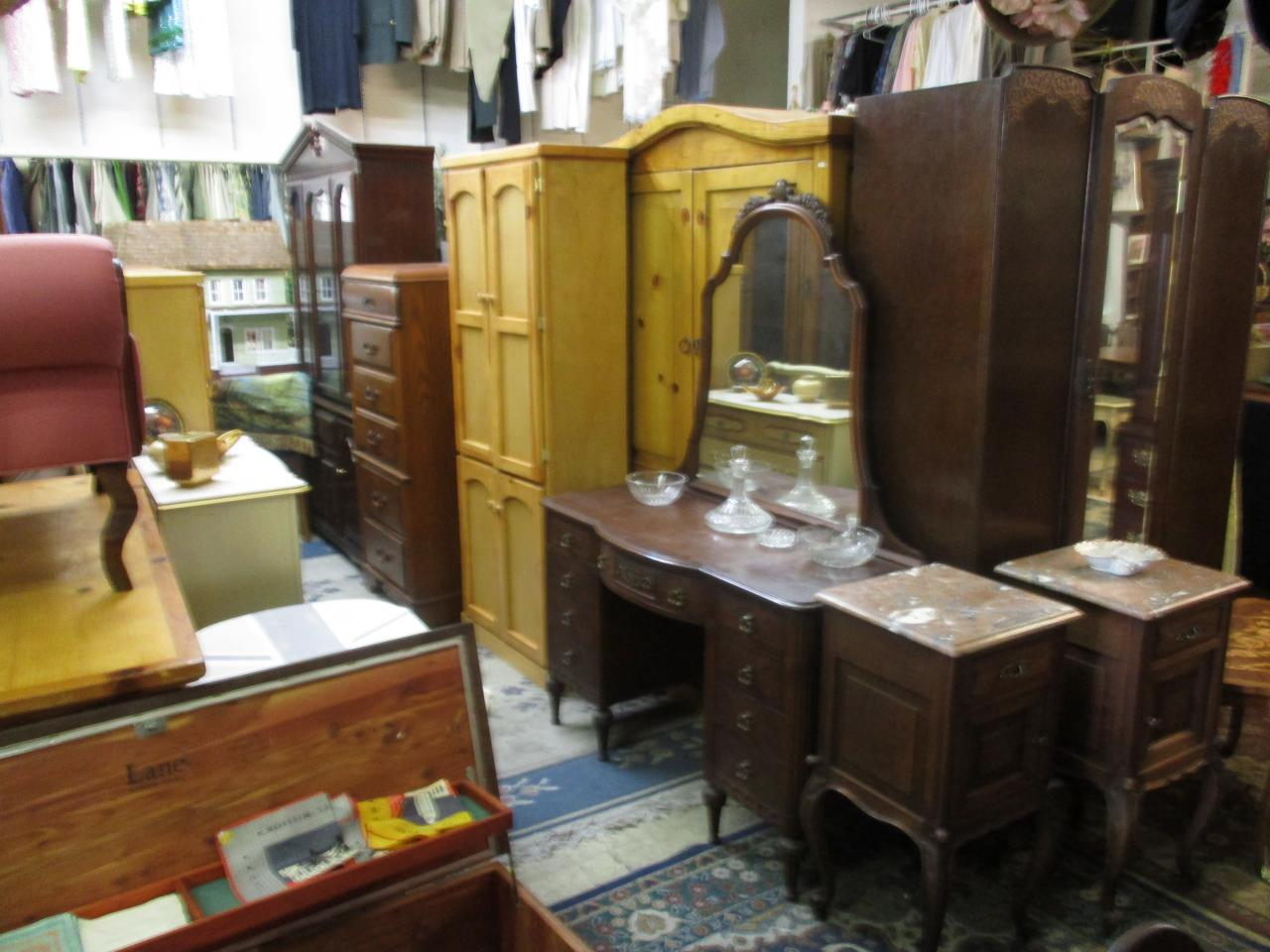 Used Furniture For Cheap   Design Decoration Used furniture Antique Mahogany Vanity