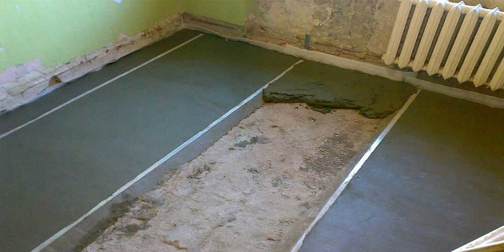 La envoltura del piso comienza desde lejos de la entrada de la pared.