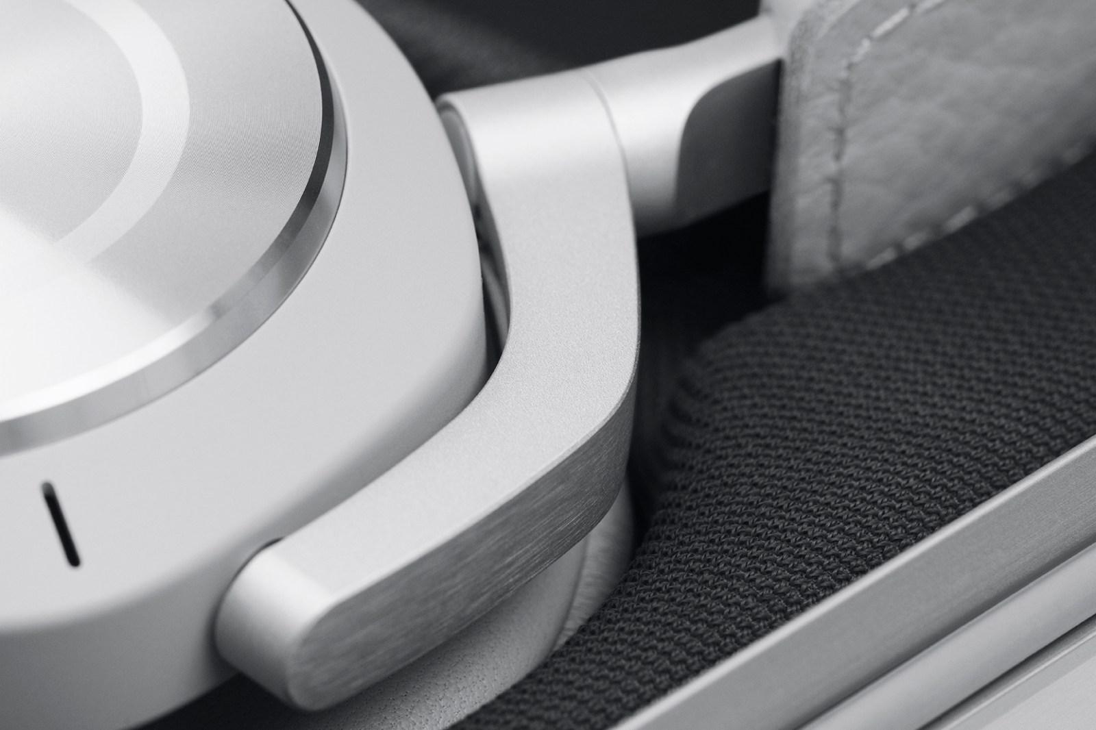 RIMOWA x Bang & Olufsen 全新聯乘 Beoplay H9i 無線藍牙耳機登場