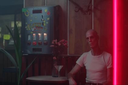 King Krule 如何通过视频影像传达他的精神世界?