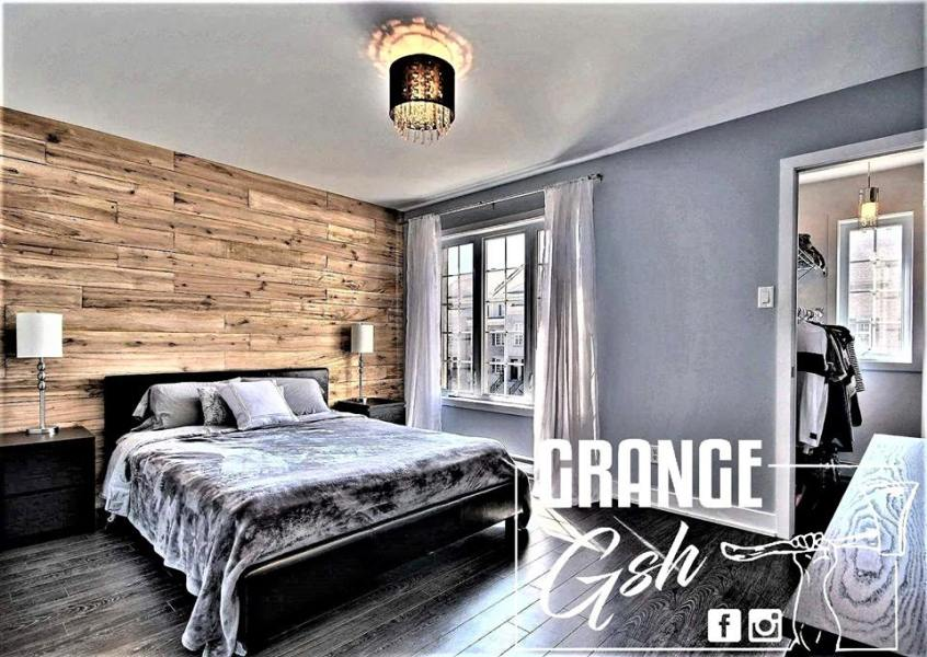 de grange d conome cr dit photo groundswell design group llc une chambre avec mur en bois de grange bedrooms adult bedroom une chambre avec mur en bois