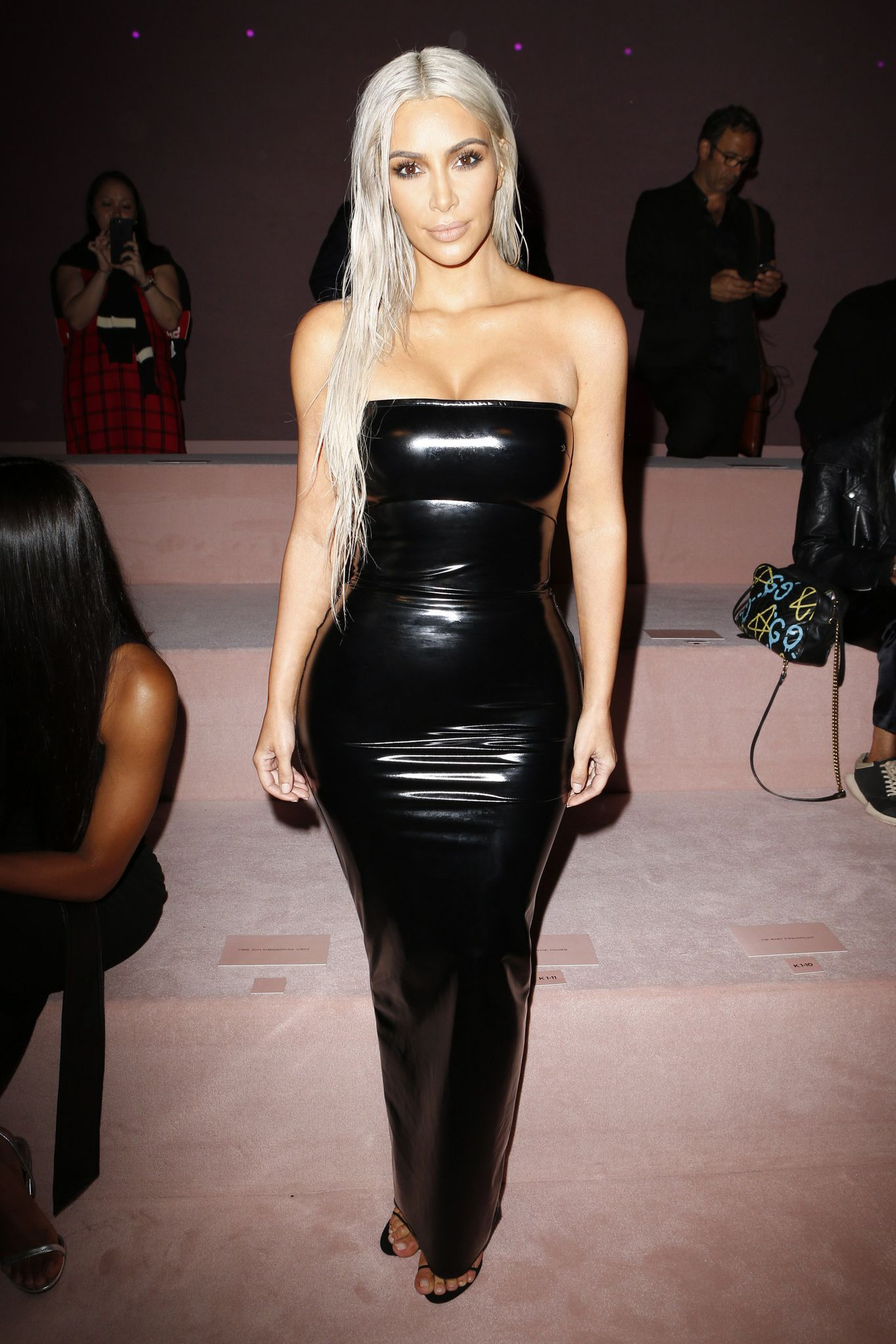 https   www promiflash de news 2017 10 31 katie price pin up modeln     kim kardashian bei der new york fashion week 2017 2 jpg
