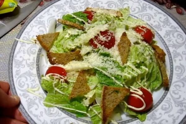 Цезарь 2 салат безендіреді
