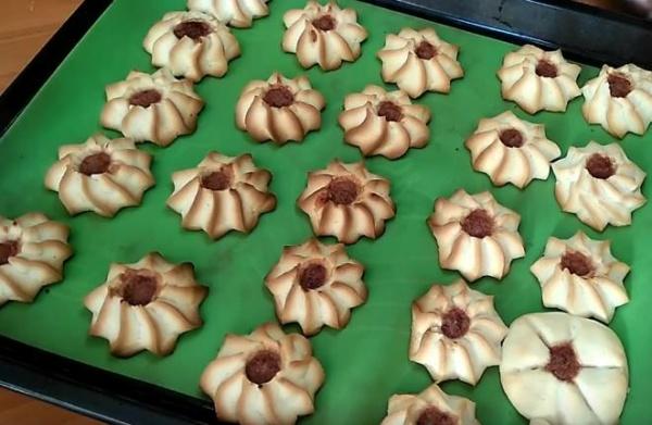 песочное печенье 4 выпекаем