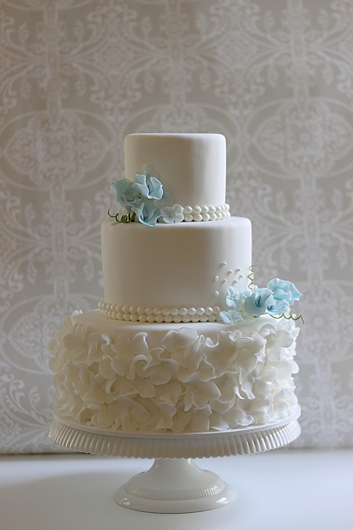 Pearls  ruffles   sweet peas   Lisa   Bill s wedding cake   The     cake