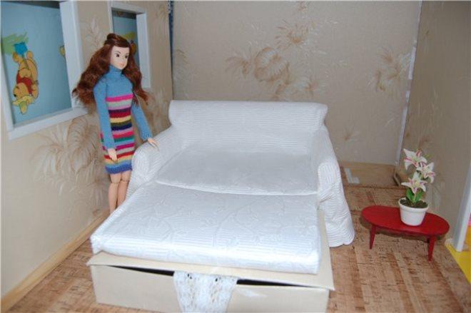 Раскладной диванчик для Барби