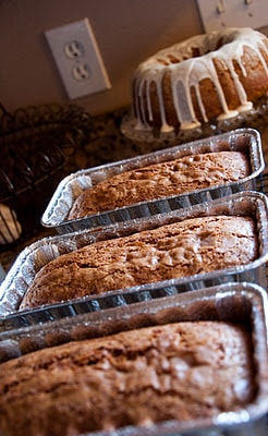 You'll fall in love with our delicious banana bread! | www.housewivesofriverton.com