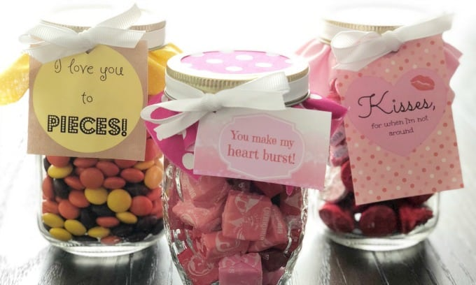 Make an easy, sweet treat gift for your loved one on Valentine's Day using our Free Printable Tags, a mason jar, and candy!   www.housewivesofriverton.com