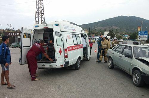 ДТП в Судаке: лоб в лоб столкнулись автобус и ВАЗ. Есть пострадавшие
