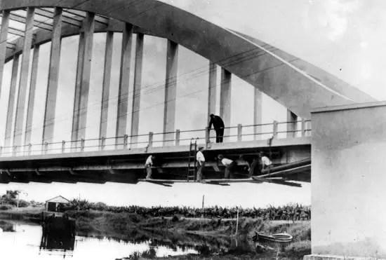 A ponte que quase afundou. cfoto007m