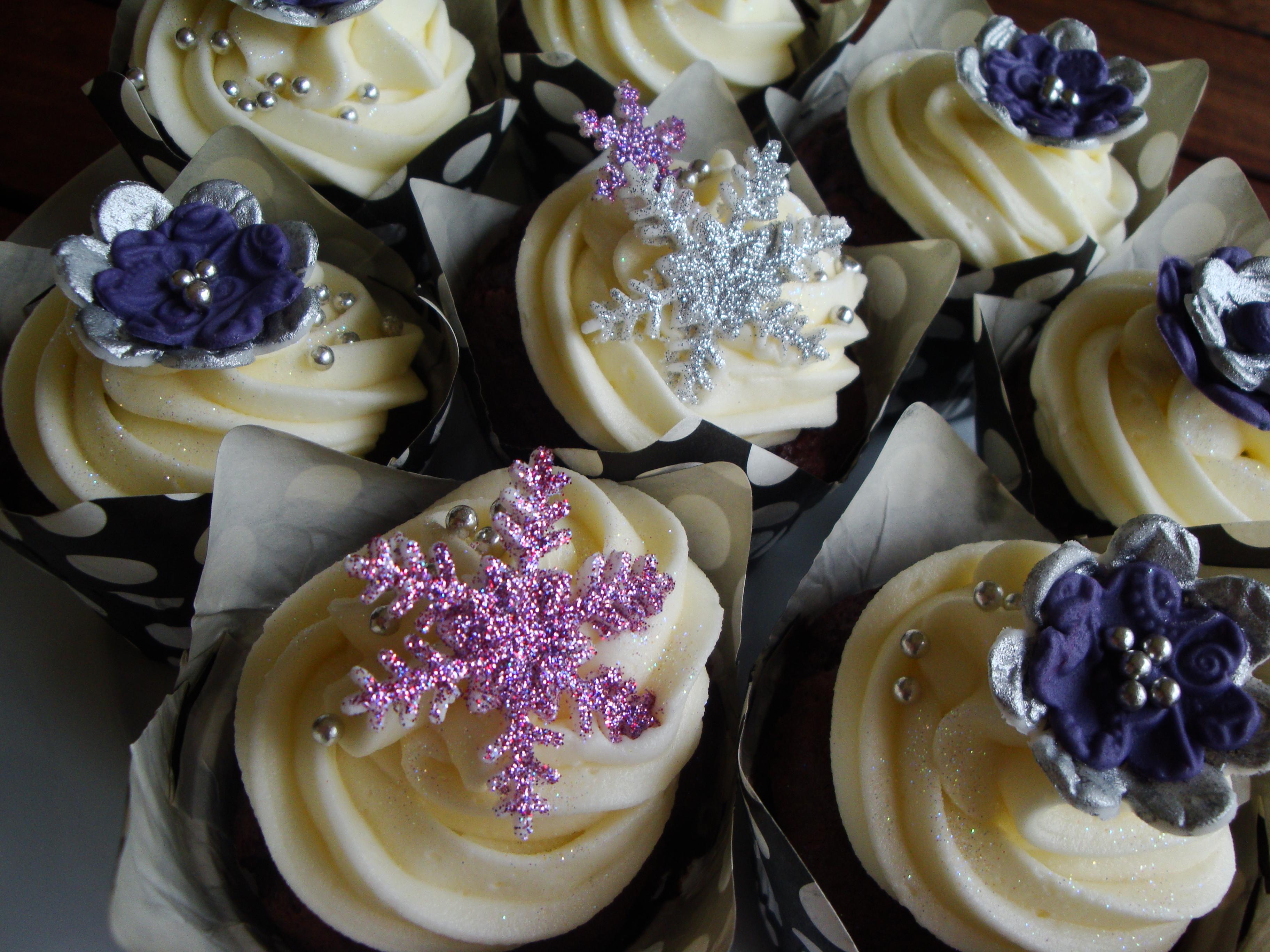 Christmas Purple Amp Silver Cupcakes Cupcakes2delite