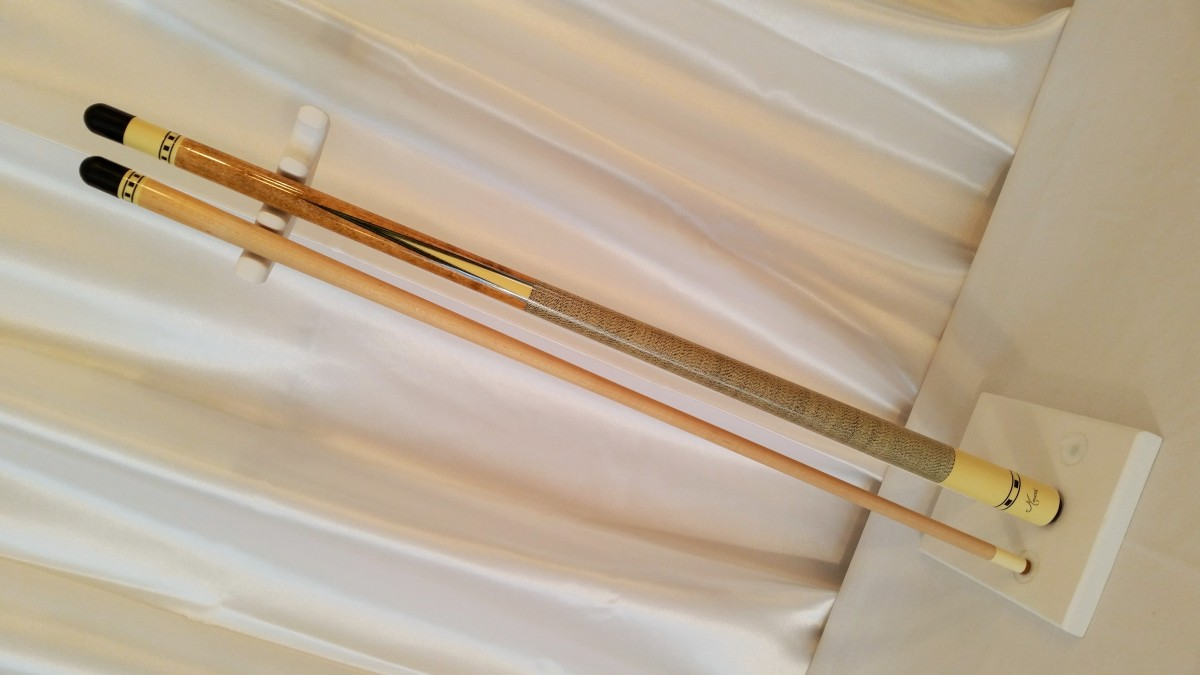 Old Meucci Pool Cues White